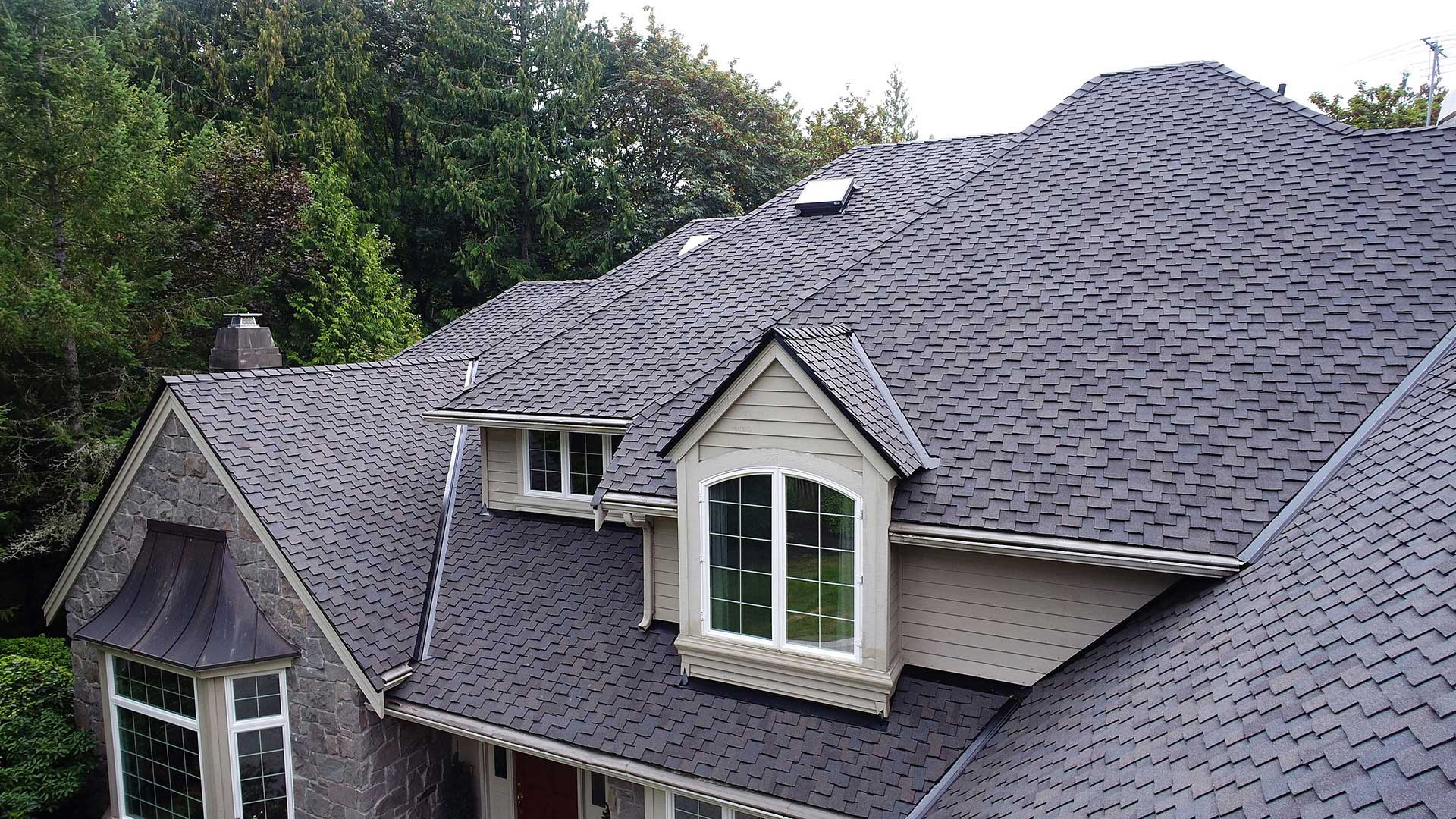 Close up view of new half inch CDX plywood and CertainTeed Presidential TL composition shingles